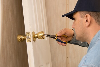 replacing locks and bolts locksmith Whispering Pines
